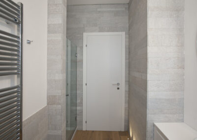 abitazione privata in Gallarate 2° bagno in pietra