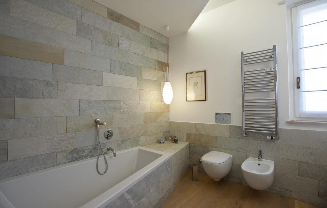Regalati una ristrutturazione completa del bagno a Varese firmata Tozzi Style